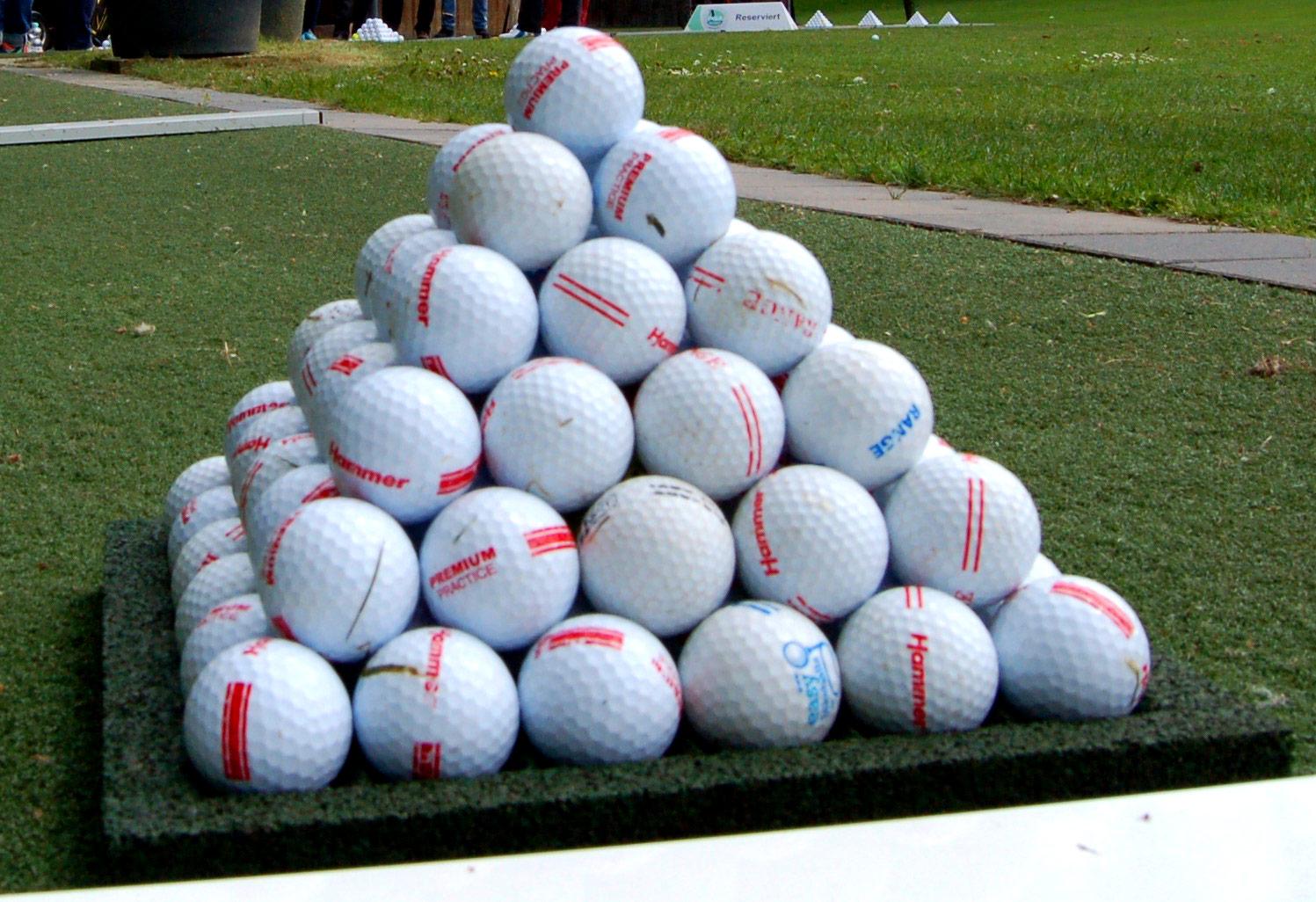 Golfbälle auf dem Golfplatz Obernkirchen